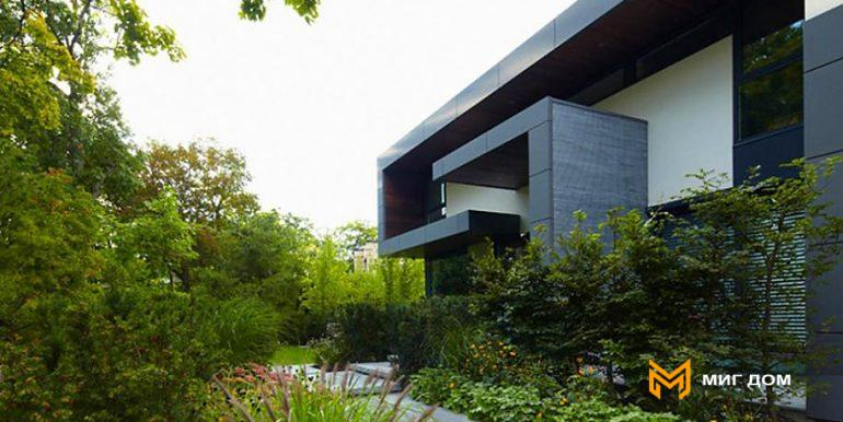 home-with-beautiful-garden-in-toronto-5